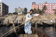 达卡,孟加拉国, 2017年2月24日:船舵的特写镜头视图在出租汽车小船的 免版税图库摄影