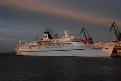 达夫妮公主在格丁尼亚口岸的巡洋舰船 免版税库存图片