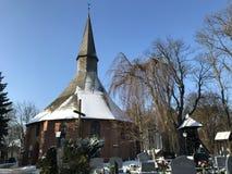 达尔沃沃波兰,圣徒格特鲁德教会在冬天 免版税库存照片
