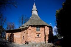 达尔沃沃波兰,圣徒格特鲁德教会在春天 图库摄影