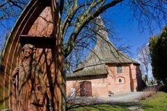 达尔沃沃波兰,圣徒格特鲁德教会在春天 免版税库存图片