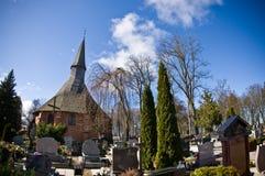 达尔沃沃波兰,圣徒格特鲁德教会在春天 免版税库存照片