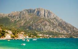 达尔马希亚海岸美丽如画的夏天风景在Brist和Gradac,克罗地亚 库存图片