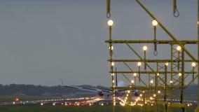 达美航空喷气机着陆在斯希普霍尔机场 股票视频