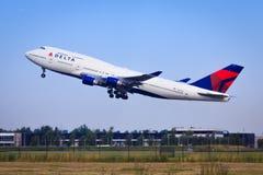 达美航空波音747 图库摄影