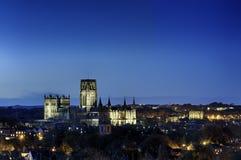 达翰姆大教堂和城堡在夜之前 库存图片