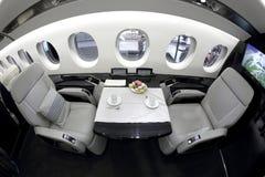 达萨尔在Jetexpo-2014陈列时显示的猎鹰5X内部在伏努科沃国际机场 库存照片