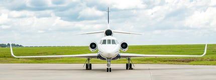达萨尔猎鹰50企业喷气机全景 图库摄影