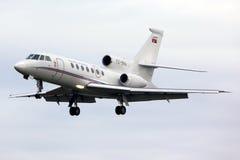 达萨尔猎鹰50塞尔维亚在Ruzyne的政府着陆YU-BNA  库存照片