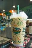 达,泰国- 2017年8月05日:买冷的浓咖啡在咖啡馆Amaz 免版税库存照片