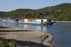 达滕贝尔格(德国) -运输在莱茵河的交通 免版税库存照片