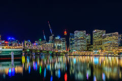 达令港地平线在晚上,悉尼, NSW 免版税库存图片
