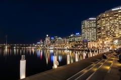 达令港悉尼在晚上 免版税库存照片