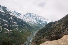 迁徙在尼泊尔,喜马拉雅山,安纳布尔纳峰保护地区 免版税库存图片