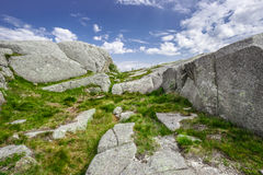 迁徙在挪威海湾(Lysefjord) 免版税库存图片