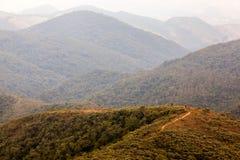 迁徙的人们在一座山在南巴西 库存图片