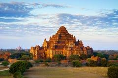 迅速增加在Dhammayangyi寺庙在日出, Bagan,缅甸 库存照片