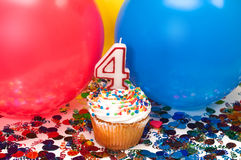 迅速增加庆祝五彩纸屑杯形蛋糕 库存照片