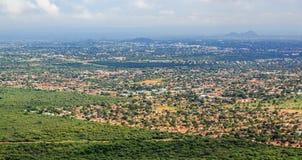 迅速蔓延哈博罗内市鸟瞰图延长在t 免版税库存照片