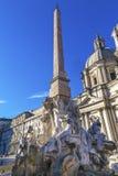 过去的教会方尖碑的纳沃纳广场罗马意大利圣徒Agnese 免版税图库摄影