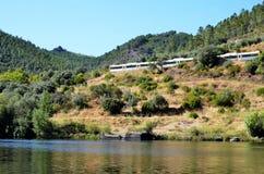 过在塔霍河的火车一座桥梁 免版税图库摄影