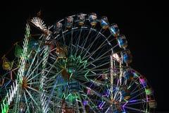 过山车好久夜间festval照明设备的庆祝 库存照片