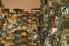 过度拥挤的舱内甲板在香港 库存图片