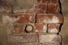 过时涂灰泥的砖墙 免版税库存图片