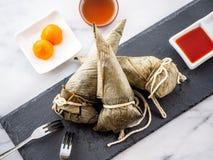 过程步骤做zongzi或米饺子食谱在端午节 免版税库存图片