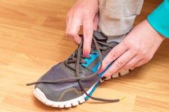 过程的体育运动鞋衣物  免版税图库摄影