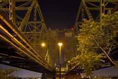 过跨境桥梁的哥伦比亚河 库存图片