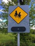 过路学生护送标志射击了与弹孔县roscommon爱尔兰 免版税图库摄影