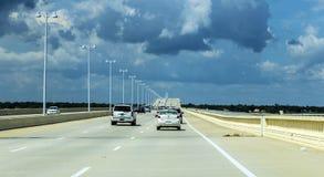 过Biloxi海湾桥梁 免版税库存照片