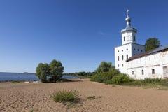 迈克尔的塔(天使迈克尔)的教会,圣乔治修道院 Velikiy Novgorod 库存图片