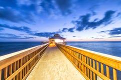 迈尔斯堡码头,佛罗里达夜视图  库存照片