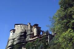 迈泰奥拉修道院和天空 免版税库存图片