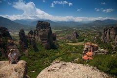 迈泰奥拉修道院和谷全景 库存照片