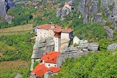 迈泰奥拉的垂悬的修道院在希腊 库存照片