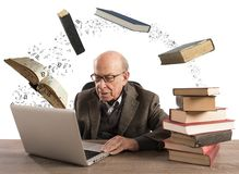 年迈的人的Ebook 免版税库存图片