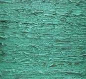 年迈的木表面 破裂的冷的绿色油漆 免版税图库摄影