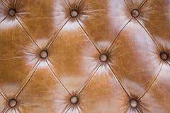 年迈的皮革沙发金刚石纹理  库存照片