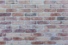 年迈的老红色白色灰色砖墙纹理被毁坏的具体水平的背景 破旧的都市杂乱Brickwall结构 石头 库存图片