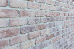 年迈的老红色白色灰色砖墙纹理被毁坏的具体水平的背景 破旧的都市杂乱Brickwall结构 石头 免版税库存图片