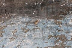 年迈的老红色白色灰色砖墙纹理被毁坏的具体水平的背景 破旧的都市杂乱Brickwall 图库摄影