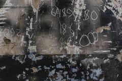 年迈的老红色白色灰色砖墙纹理被毁坏的具体水平的背景 破旧的都市杂乱Brickwall 库存图片