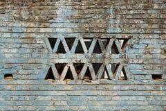 年迈的蓝色砖墙 图库摄影
