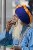 年迈的锡克教徒吃提供 库存图片