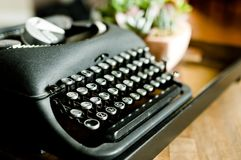 年迈的,但是美好的typwriter 免版税库存图片