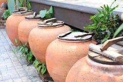 年迈的水土制瓶子 免版税库存照片
