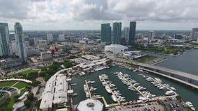 迈阿密佛罗里达惊人4k寄生虫空中巨大的现代都市建筑学摩天大楼海洋海景都市风景地平线的 股票录像